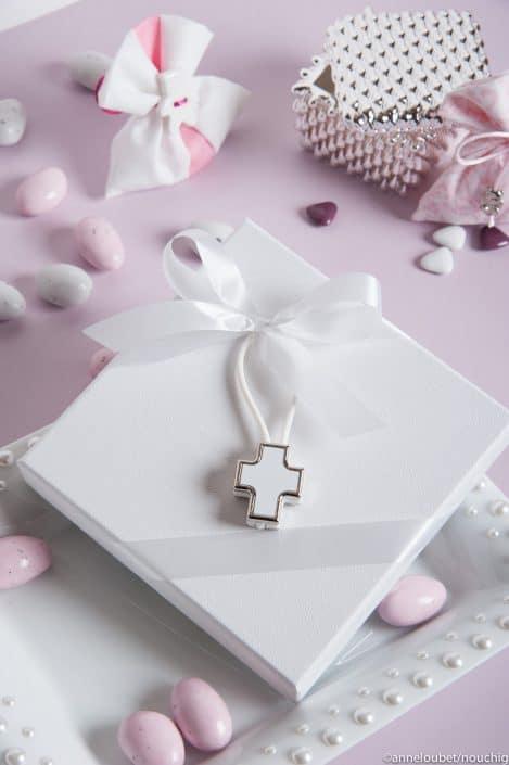 boite avec croix blanche pour dragees